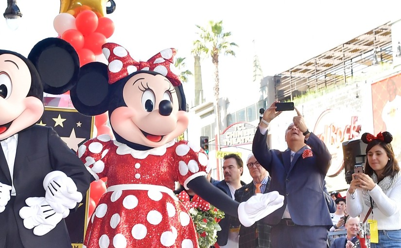 Minnie recibe su estrella de lafama